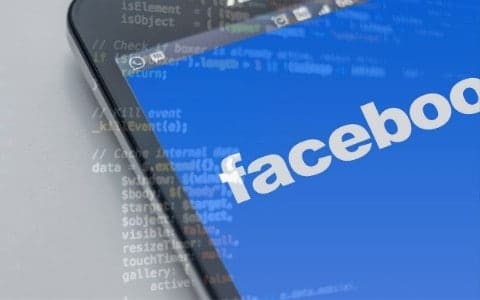 collegare-la-pagina-facebook-al-sito-internet-web-plugin-facebook-integrazioni